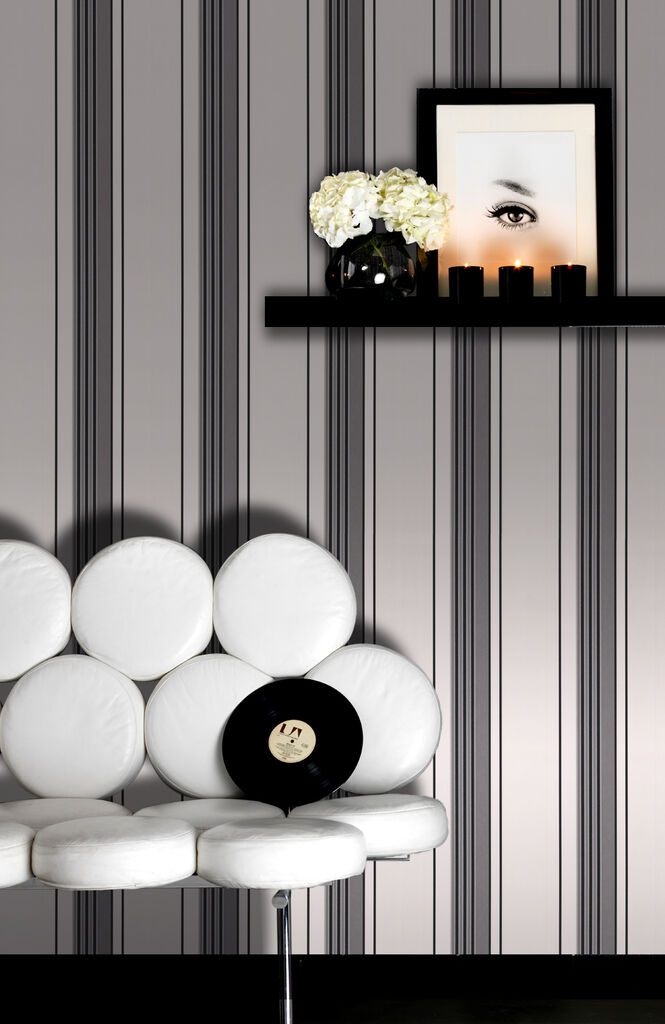 Rockafella black and white wallpaper graham brown - Papier peint raye noir et blanc ...