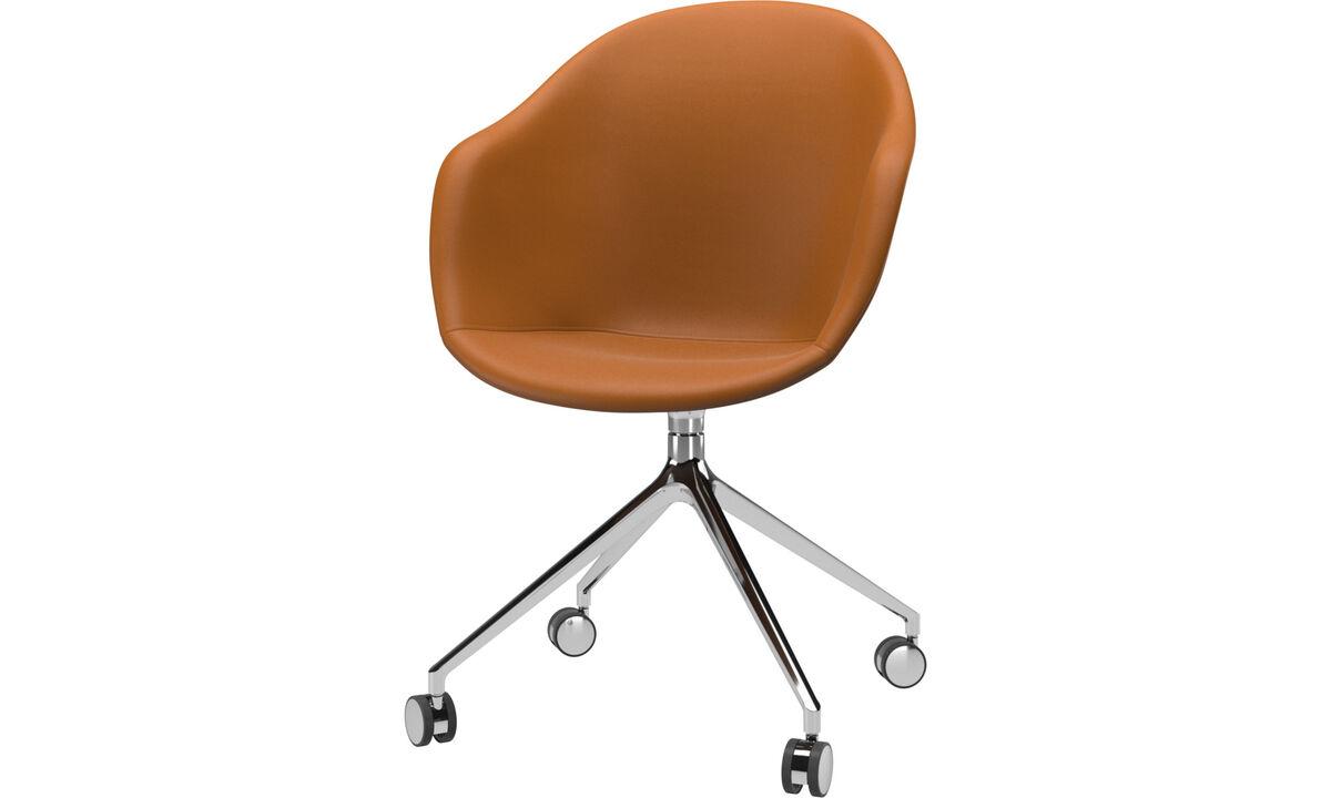 Sillas para la oficina en casa - Silla Adelaide con función giratoria y ruedas - En marrón - Piel