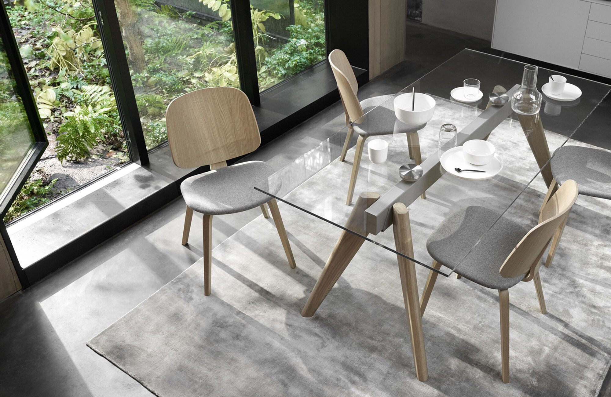 Monochrome - Monza table with supplementary tabletops