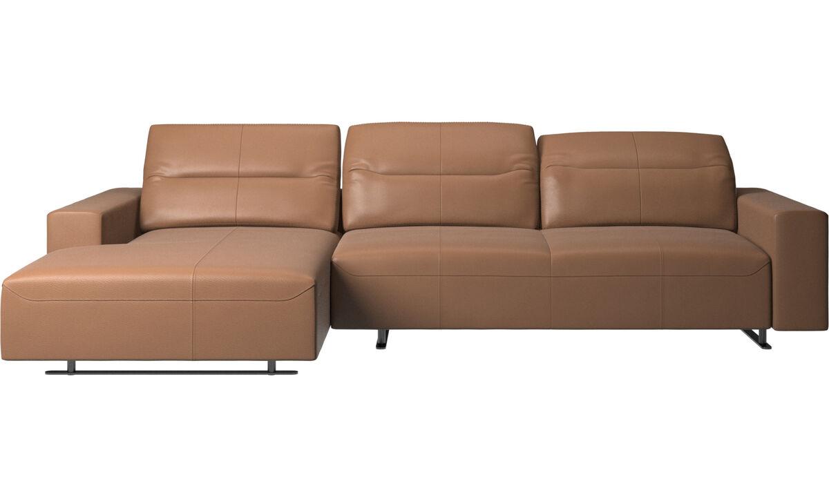 Sofás con chaise longue - Sofá Hampton con respaldo ajustable, módulo de descanso y almacenamiento en ambos lados - En marrón - Piel