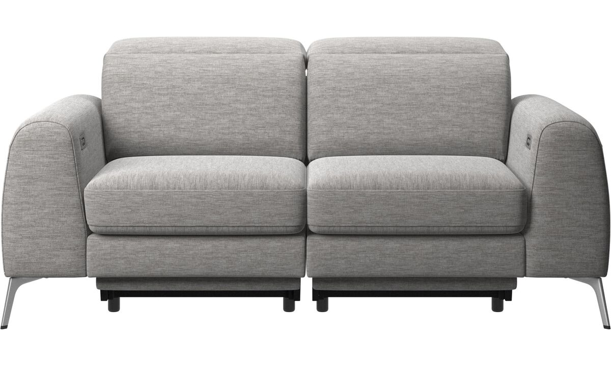 Sofás de 2 plazas - sofá Madison con asiento eléctrico, desplazamiento de cabecero y reposapiés (incluye transformador y cable con enchufe) - En gris - Tela