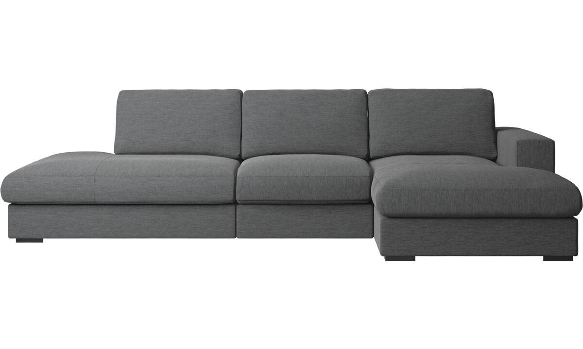 Sofás con lado abierto - Sofá Cenova con módulos de descanso y chaise-longue - En gris - Tela