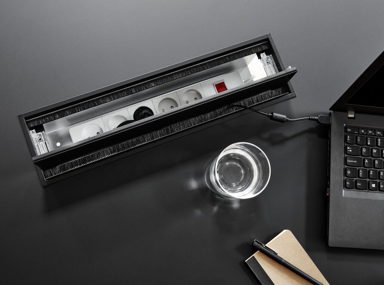 Les créations de ARDE - Table de conférence Torino avec passe-câbles