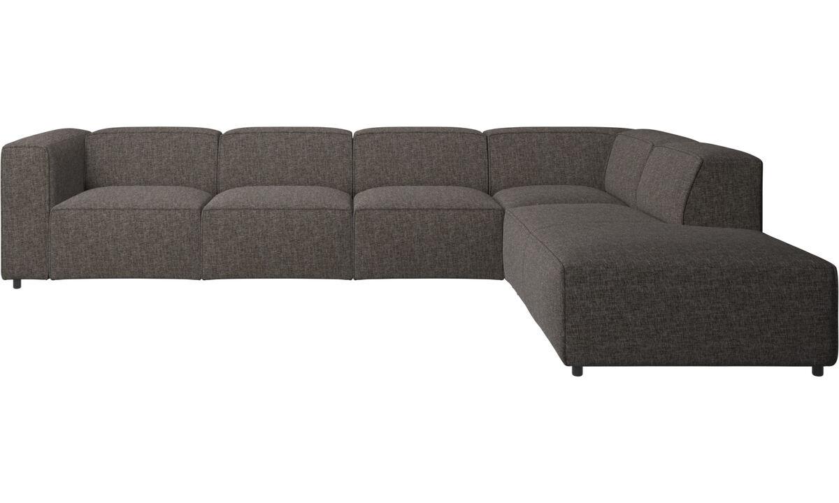Sofás modulares - Sofá esquinero Carmo con módulo de descanso - En marrón - Tela