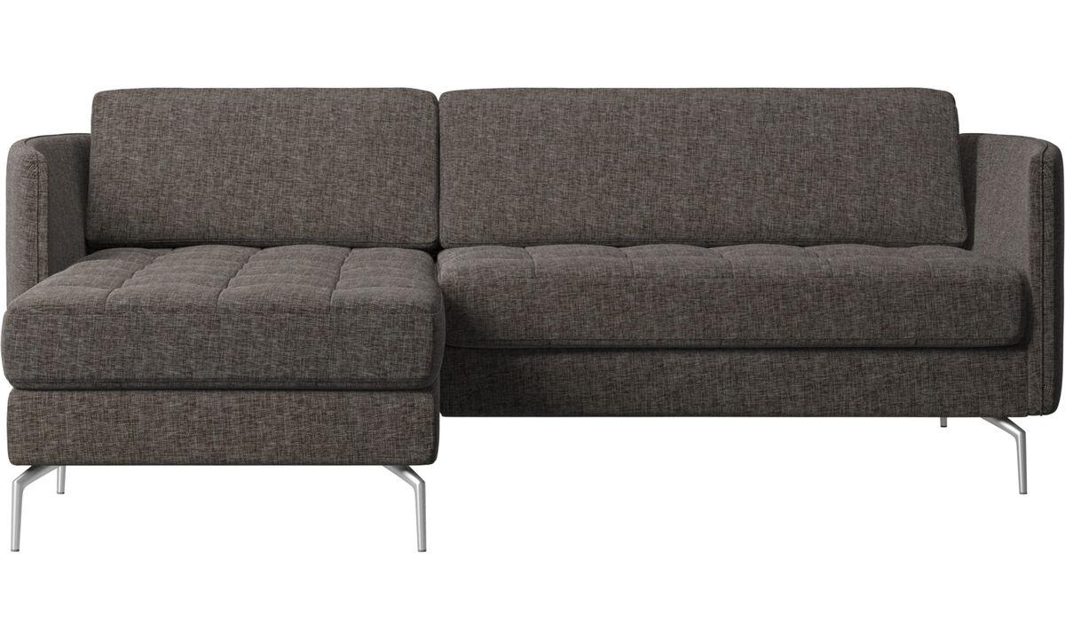 Sofás con chaise longue - Sofá Osaka con módulo chaise-longue, asiento capitoné - En marrón - Tela