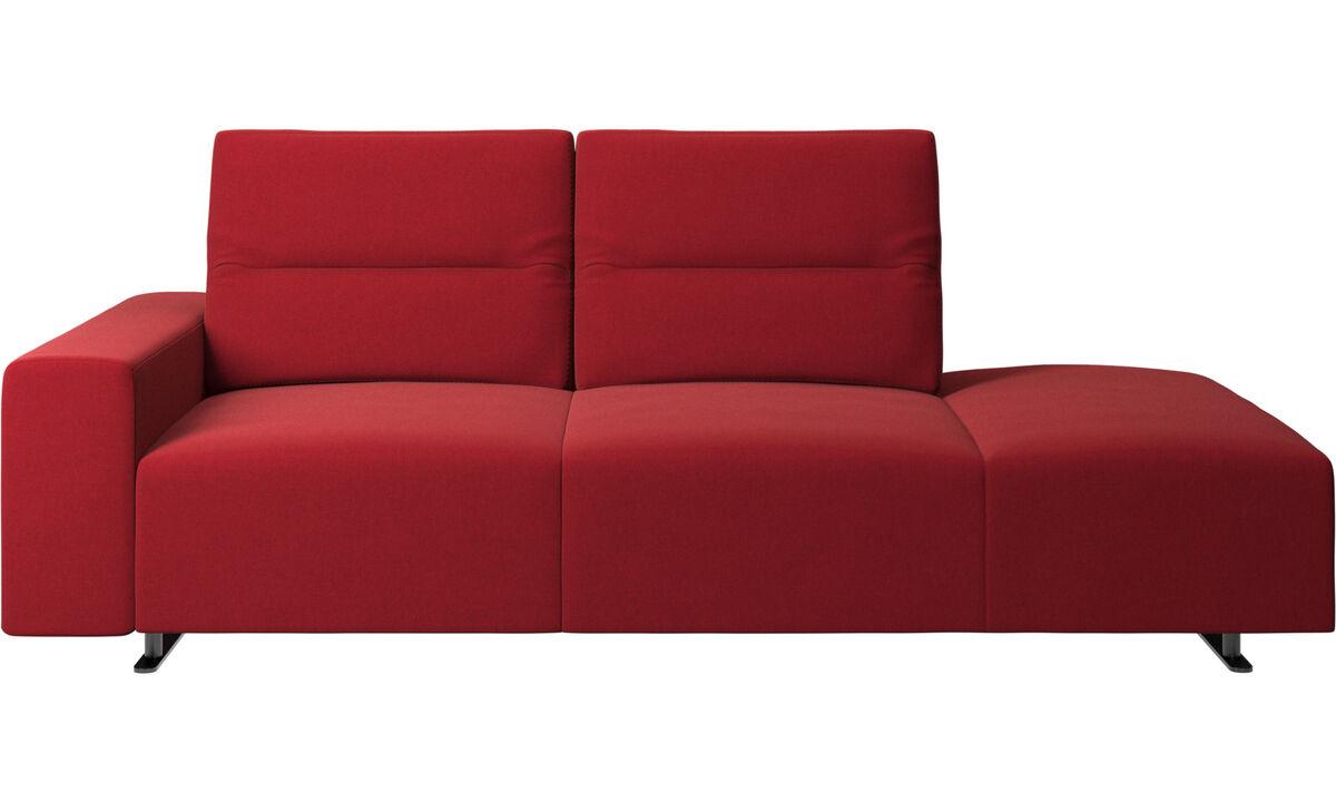 Sofás com canto aberto - Sofá Hampton com encosto ajustável e lado direito da unidade de descanso, braço à esquerda - Vermelho - Tecido