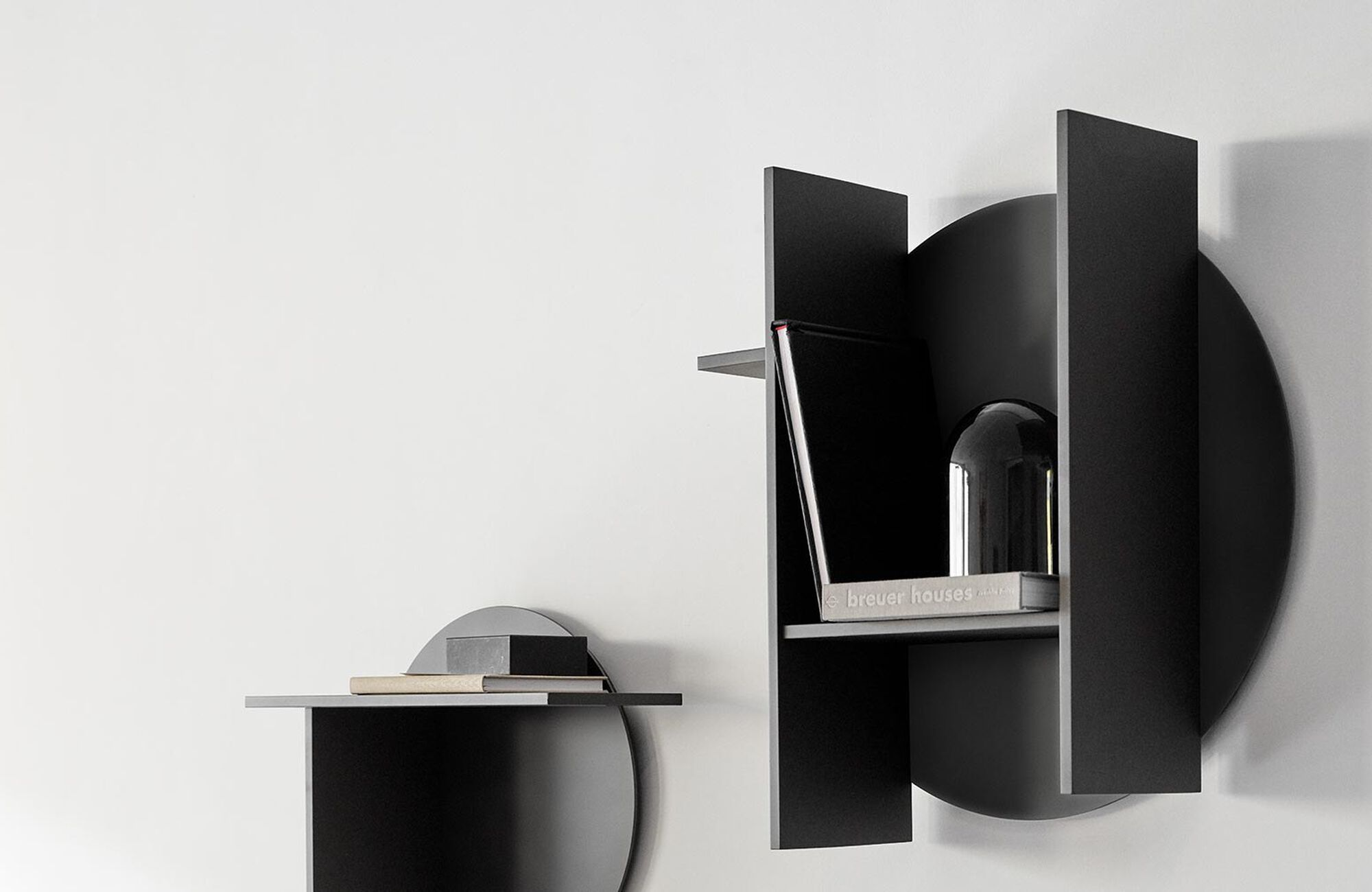 Black shelves and bookcases are elegant and neutral. Find black design shelves in BoConcept's online shop for your bedroom or living room. - Como shelf