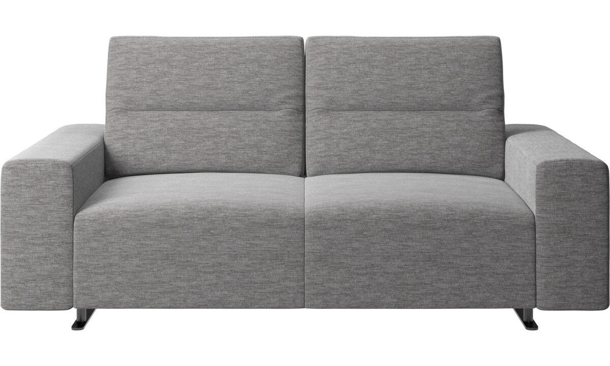 Sofás de 2 plazas - Sofá Hampton con respaldo ajustable y almacenamiento en lado derecho - En gris - Tela