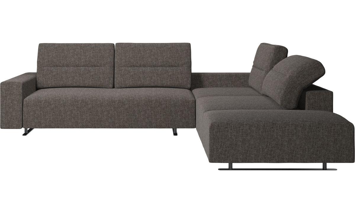 Sofás esquineros - Sofá esquinero Hampton con respaldo ajustable y módulo de descanso - En marrón - Tela