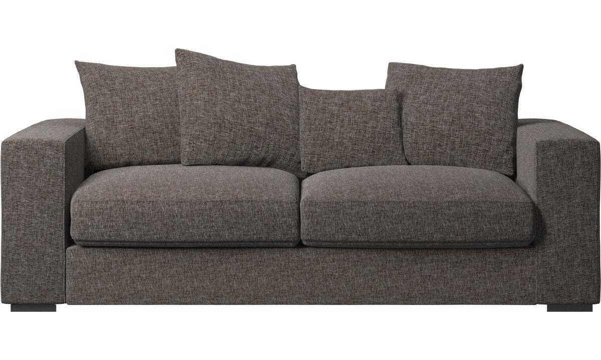 Sofás de 2 plazas y media - Sofá Cenova - En marrón - Tela