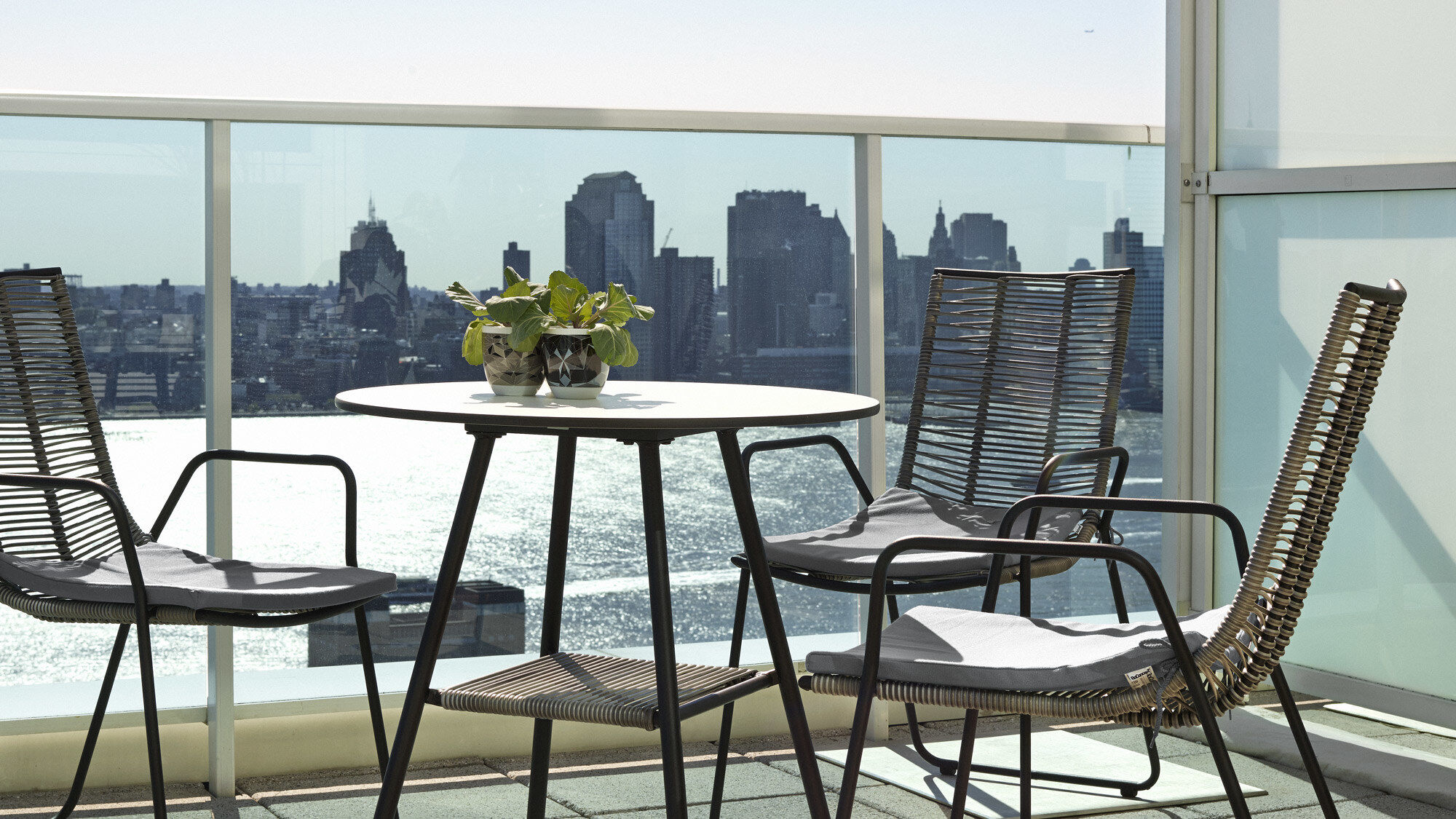 Utendørsmøbler til dine spisestue ute - Elba bord (kan brukes inne og ute)