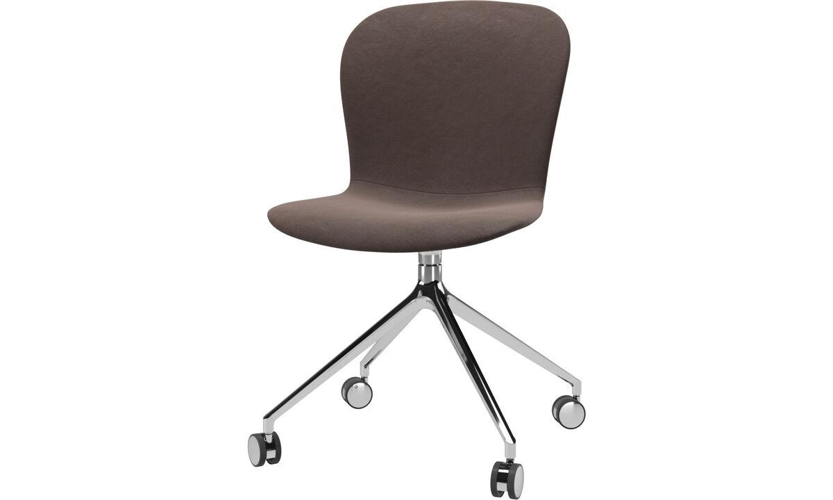 Обеденные стулья - Кресло Adelaide с функцией вращения на колесиках - Коричневого цвета - Кожа