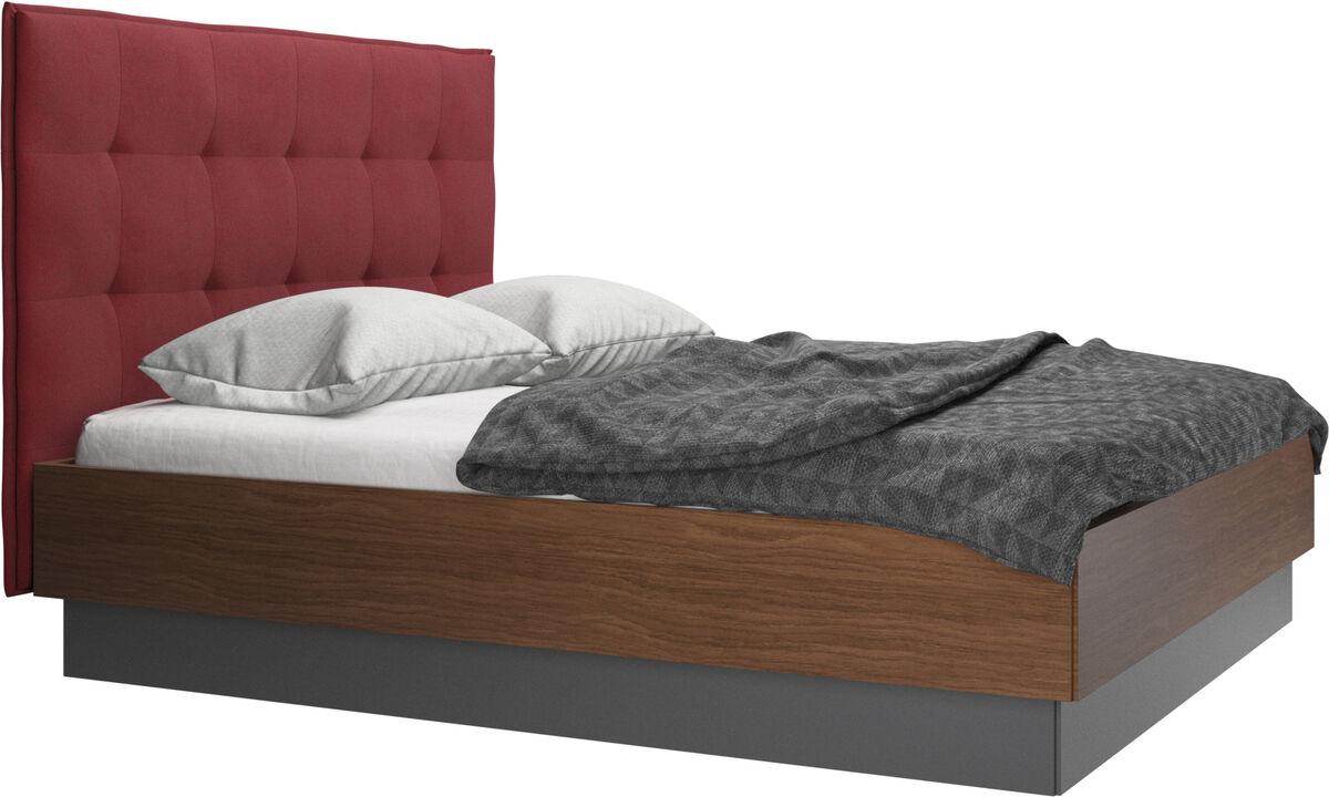 Betten - Lugano Bett mit Lattenrost und Staufach unter hochklappbarer Liegefläche, Matratze gegen Aufpreis - Rot - Stoff