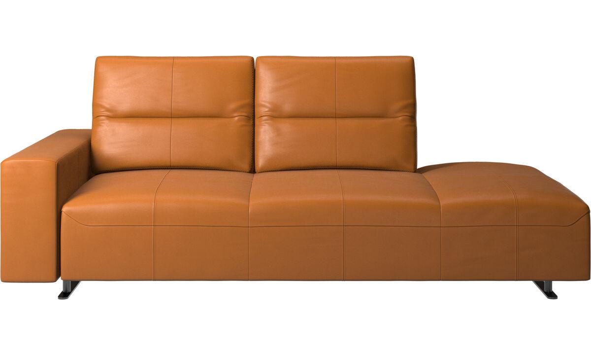 Sofás con lado abierto - sofá Hampton con respaldo ajustable y módulo de descanso en lado derecho, brazo izquierdo - En marrón - Piel